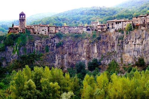 ayuntamiento-castellfollit-de-la-roca-27762574