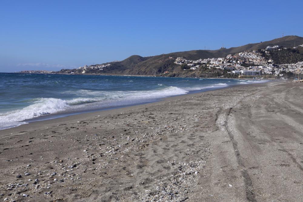 Playa El Playazo Nerja - Málaga