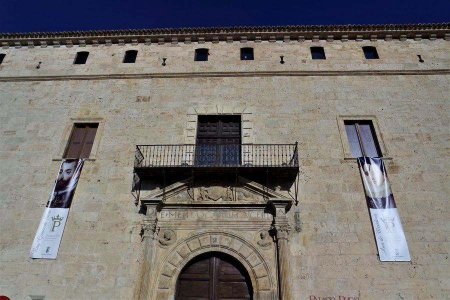 Fachada del Palacio Ducal, qué ver en Pastrana, Guadalajara