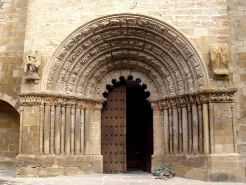 Puente_la_Reina_-_Iglesia_de_Santiago