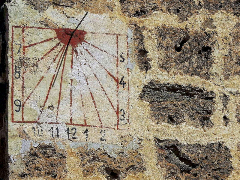 Reloj-de-Sol-en-Letur-800x600