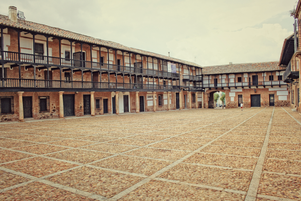 San-Carlos-del-Valle-plaza