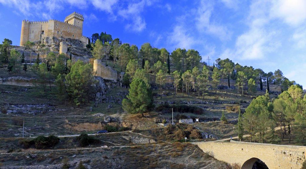Con vistas a la castillo del río. Alarcón