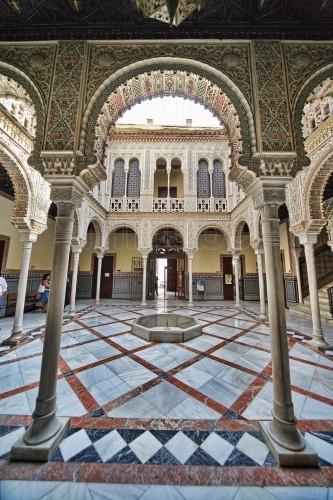 ecija-patio-central-del-palacio-de-justicia
